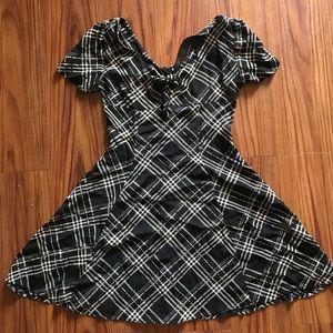 Dresses & Skirts - Vintage tartan dress with bow 🦇